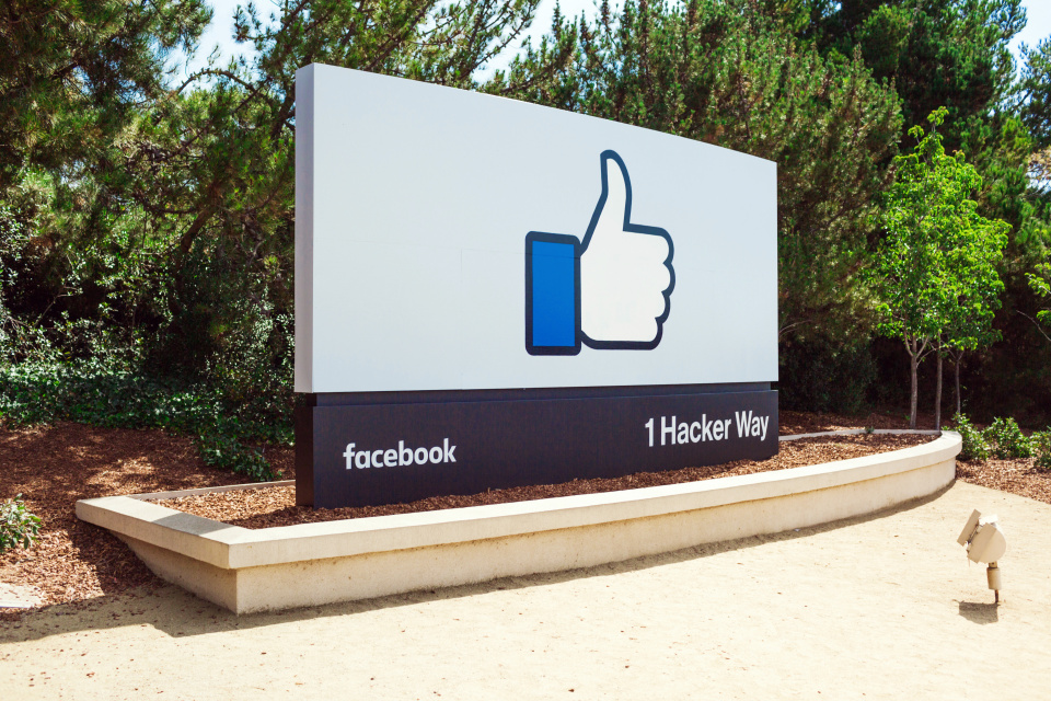 21 Amazing Facebook Facts You Probably Didn't Know