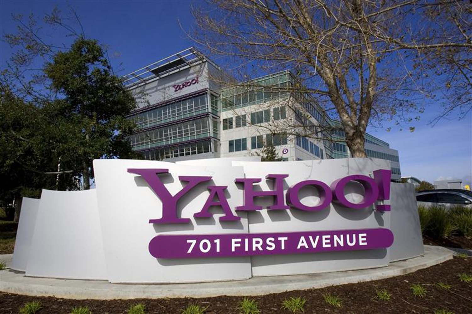 Yahoo Mobile Is Shutting Down After A Year Of Launch